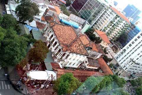 phía trên của khu khách sạn