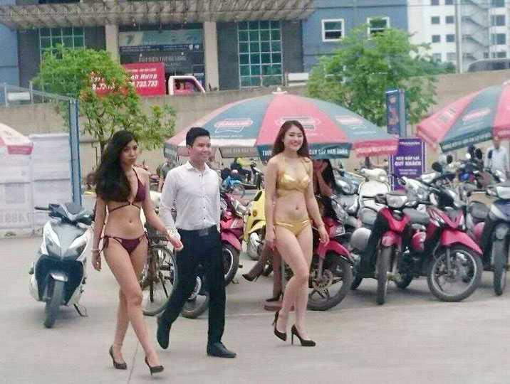 Hình ảnh PG mặc bikini tại Trần Anh 18 Phạm Hùng lan truyền trên mạng.
