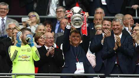 Chiếc cúp FA này có thể là danh hiệu đầu tiên và cuối cùng của Van Gaal tại MU