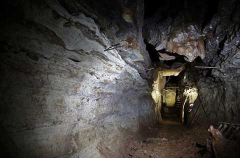 HangJohn L's Cave