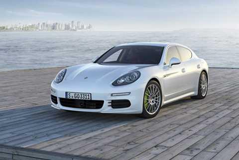 6. Porsche Panamera S E-Hybrid (thời gian tăng tốc từ 0-100 km/h: 5,5 giây).