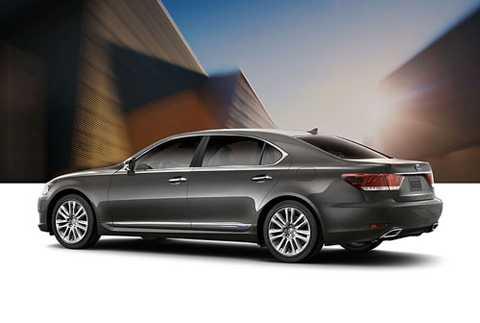 9. Lexus LS 600H L (thời gian tăng tốc từ 0-100 km/h: 5,6 giây).