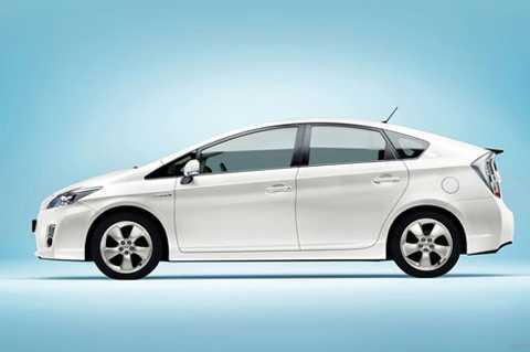 10. Toyota Prius (thời gian tăng tốc từ 0-100 km/h: 10,4 giây).