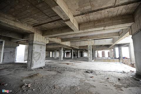 Tầng hầm và các tầng thương mại vẫn trong tình trạng mới hoàn thiện phần thô.