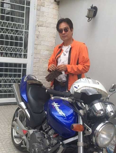 Đạo diễn Đặng Lưu Việt Bảo và sở thích lái xe mô tô.