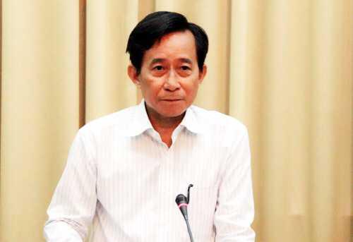 Giám đốc Sở Nội vụ TP HCM Trương Văn Lắm công bố danh sách 175 ứng cử viên đại biểu HĐND thành phố khóa IX. Ảnh: Trung Sơn