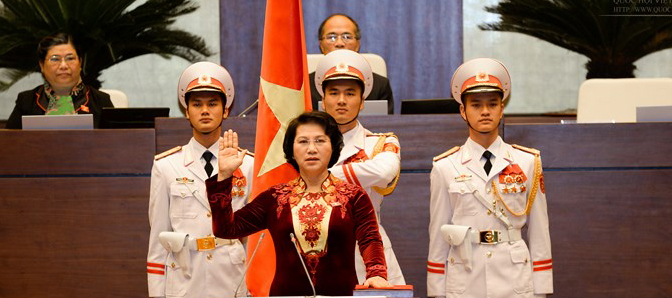 Chủ tịch Quốc hội Nguyễn Thị Kim Ngân tuyên thệ sau khi nhậm chức