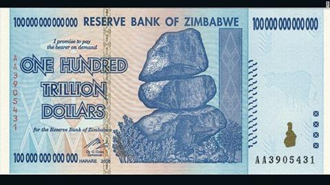 Tờ 100.000 tỷ đôla Zimbabwe. Ảnh: CNN