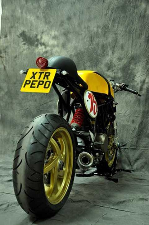 Từ chiếc Ducati 750 SSie đã khá lạc   hậu, bằng kinh nghiệm và những phụ tùng