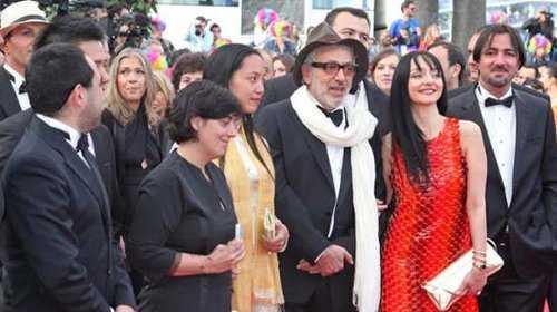 Đạo diễn Nguyễn Hoàng Điệp trên thảm đỏ LHP Cannes