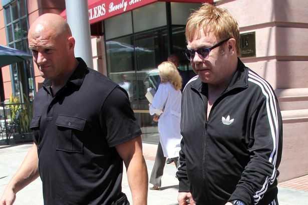 Cựu vệ sĩ tố cáo Elton John đã liên tục quấy rối anh trong nhiều năm