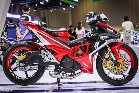Mẫu xe độ theo phong cách độc đáo này   được Yamaha Việt Nam nhập khẩu trực tiếp từ Philippines, một trong những   đất nước có sự phát triển về phong trào chơi xe độ. Xe được thay đổi   nhiều chi tiết và gắn thêm nhiều đồ chơi. Tuy nhiên, không khó để nhận   ra đâu đó vẫn phảng phất phong cách thiết kế gốc từ Yamaha.