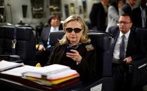Bà Clinton vẫn chưa hết rắc rối vụ lộ email cá nhân. Ảnh: Reuters