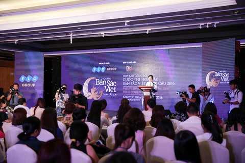 """Đông đảo nhà báo, phóng viên đã đến dự buổi Họp báo công bố cuộc thi """"Hoa hậu Bản sắc Việt toàn cầu 2016"""" tại TP. HCM ngày 31/3"""