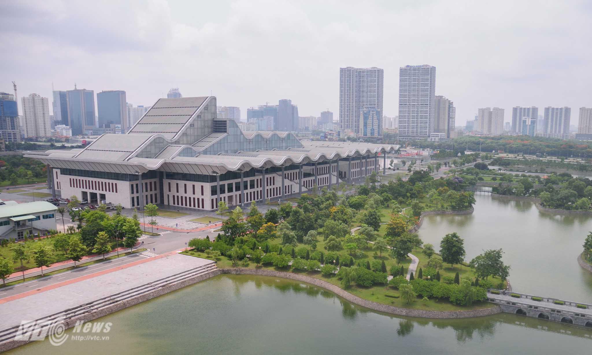 Phòng Tổng thống của khách sạn JW Marriott Hà Nội có diện tích 320m2, được thuê với giá 7.000 USD/đêm có tầm nhìn đẹp - Ảnh: Tùng Đinh