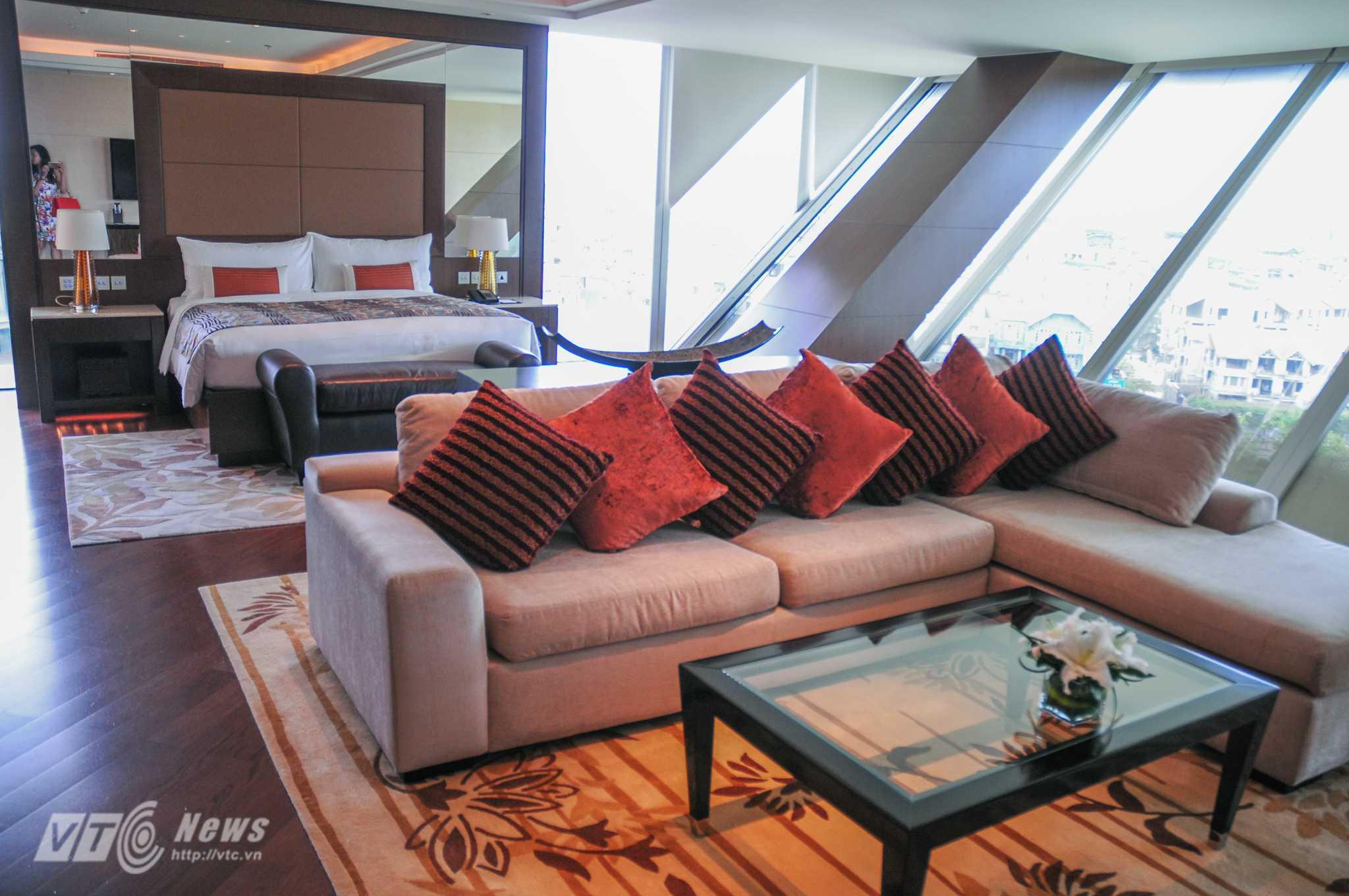 Phòng ngủ bên trong phòng Tổng thống Obama nghỉ lại Hà Nội - Ảnh: Tùng Đinh