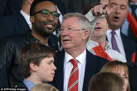 Sir Alex xuất hiện trên khán đài sân Old Trafford