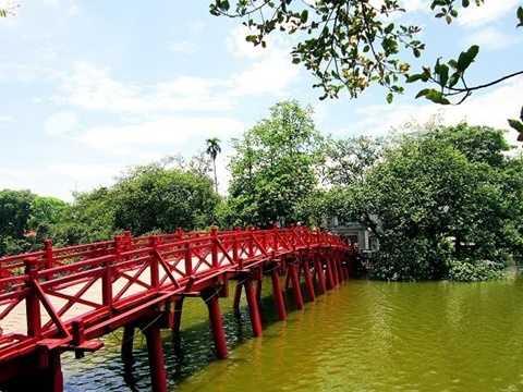 Một trong những tour du lịch ngày giỗ tổ Hùng Vương được lựa chọn nhiều, đó là Hà Nội city tour, di chuyển trong ngày có giá 600.000 đồng/người. Theo anh Quốc Tuấn (hướng dẫn viên du lịch):