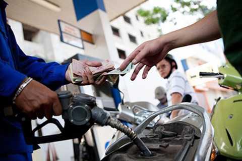 Theo dự báo, ngày mai (5/5) giá xăng trong nước có thể tăng tới 600 đồng/lít.