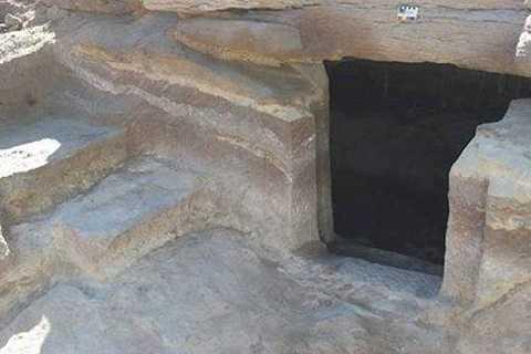 Lối vào khu mộ đầy bí ẩn