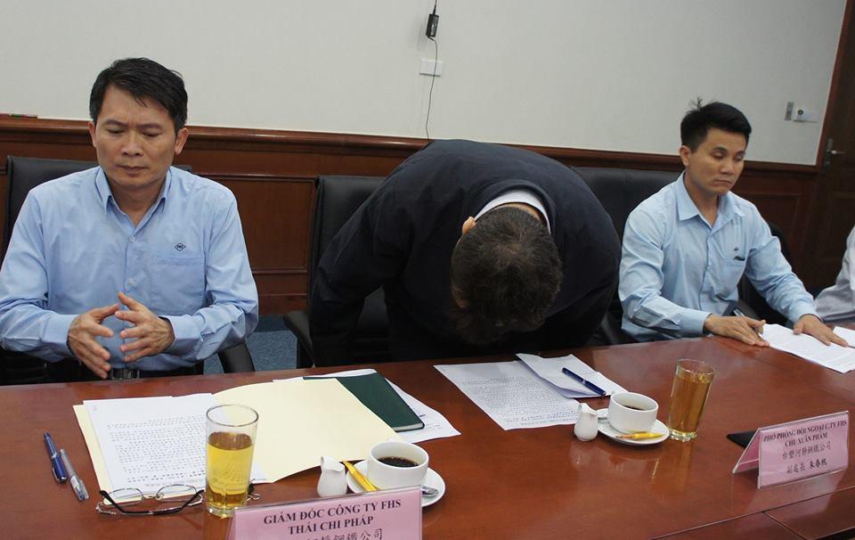Ông Chu Xuân Phàm cúi đầu xin lỗi