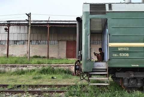 Nhiếp ảnh gia Xiaolu Chu đã thực hiện một cuộc hành trình bằng tàu hỏa từ ga Tumangang đến Bình Nhưỡng để thực hiện những shot hình về cuộc sống người dân tại Triều Tiên.