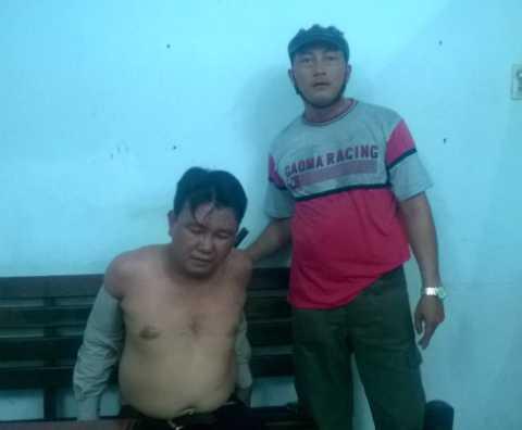 Đối tượng Liêm trực tiếp ra tay trộm xe máy bị hiệp sỹ Minh Tiến tóm gọn.  Ảnh: Phan Cường