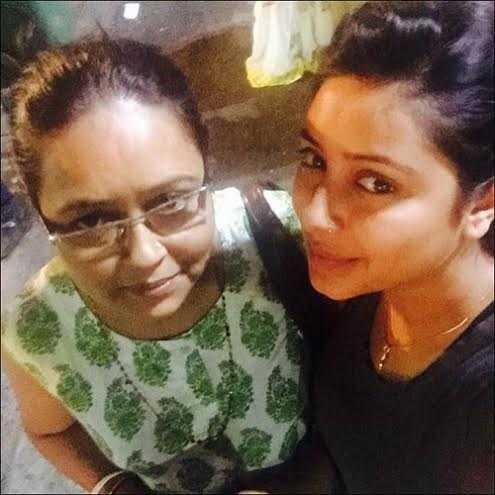 Đây là lần cuối cùng Pratyusha được đi dạo phố buổi đêm và ăn kem cùng mẹ.