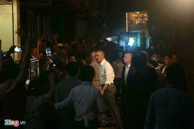 Ông Obama xuất hiện trong bộ trang phục giản dị Ảnh:  Việt Hùng/Zing