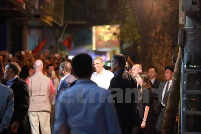 Ông chủ nhà trắng rất thân thiện với người dân xung quanh (ảnh Minh Sơn/Vietnamplus)
