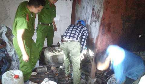 Lực lượng Công an kiểm tra tại nhà Nguyễn Văn Thái phát hiện hơn 6.000 lít dầu ăn đã qua sử dụng