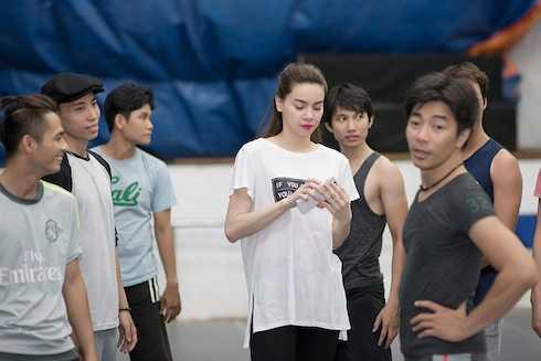 Hồ Ngọc Hà hăng say trở lại tập luyện cho ca khúc mới.