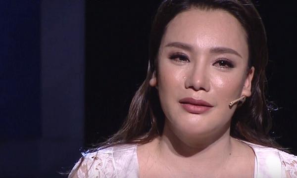 Hồ Quỳnh Hương nghẹn ngào khi nói về những khó khăn mình đã trải qua: