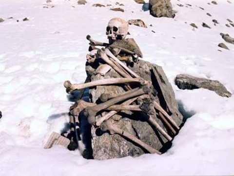 Các nhà khoa học đã rất nỗ lực tìm hiểu về bí ẩn hồ xương người Roopkund