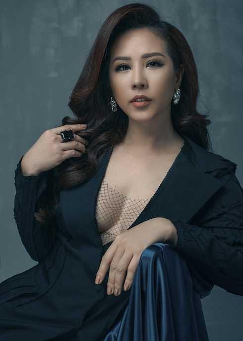Hoa hậu Thu Hoài thể hiện đẳng cấp sánh ngang Lý Nhã Kỳ với mối quan hệ sâu rộng với các ngôi sao giải trí Hoa ngữ.