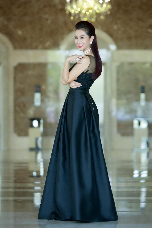 Ngoài   là nhà sản xuất, với tư cách là một người đẹp từng đoạt rất nhiều giải   thưởng lớn ở những cuộc thi sắc đẹp trong nước và thế giới, Thu Hương   chia sẻ kinh nghiệm casting đến thí sinh: