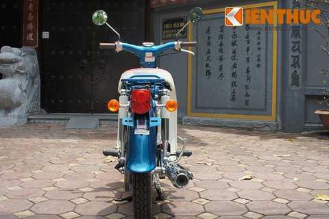 Kích thước tổng thể của Honda Cub 50 bao   gồm; 1.775 mm dài, 660 mm rộng, 960 mm cao. Chiều cao yên xe tính từ mặt   đất 705 mm. Trọng lượng chỉ ở mức 81 kg (khá nhẹ nhàng cho cả người già   và trẻ có thể sử dụng).