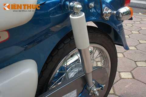 Giảm sóc trước và sau của xe được trang   bị dạng ống lồng và lò xo trụ. Nó gần như không có gì thay đổi nhiều mặc   dù là phiên bản của năm 2014.
