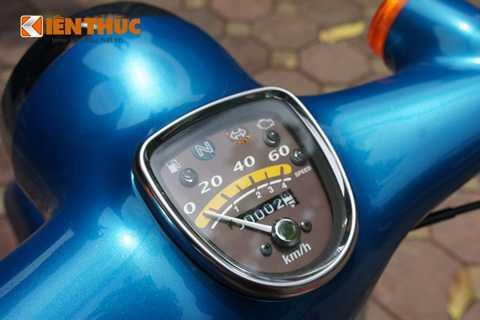 Đồng hồ công tơ mét của xe hiển thị đầy   đủ các chức năng cơ bản như vận tốc, km hành trình, đèn báo số,   xi-nhan,... nhưng không có dung lượng mà chỉ bằng đèn báo nháy mỗi khi   hết nhiên liệu hay quá tốc độ (giống như đèn tốc độ của mẫu xe Cub đời   81 kim vàng giọt lệ).