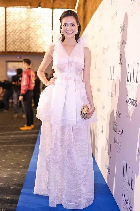 Chất liệu kém sang của chiếc váy khiến Hoa hậu Thùy Dung trở nên mờ nhạt trong sự kiện của một tạp chí thời trang danh tiếng.