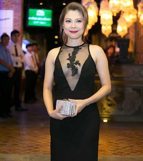 Cách trang điểm khiến cho nữ ca sĩ Thanh Thảo trở nên nhợt nhạt và có phần mệt mỏi.