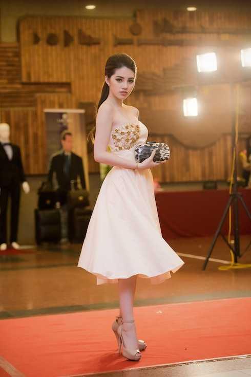 Jolie Nguyễn đến dự buổi ra mắt