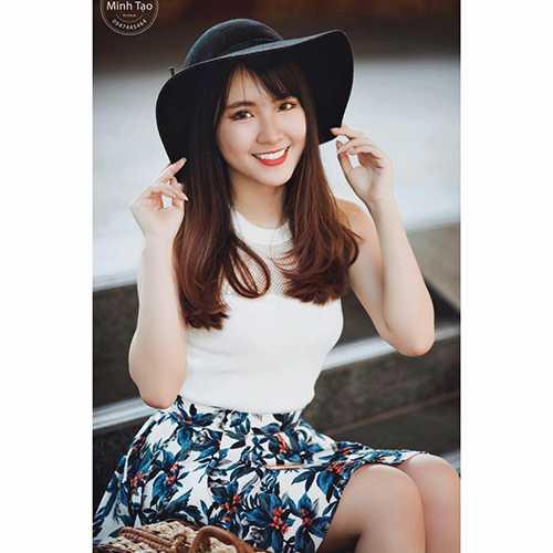 Huệ Châu mơ ước trở thành nữ tiếp viên hàng không giỏi, xinh đẹp, được mọi người biết đến.