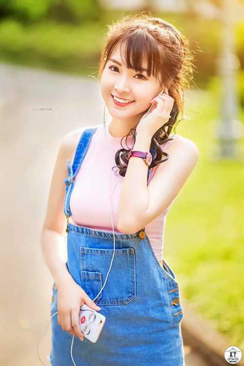 Cô bạn người Việt gốc Hoa này luôn được mọi người nể phục bởi vẻ ngoài xinh đẹp và giỏi ngoại ngữ.