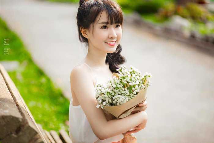 Ngoài học tập, Huệ Châu còn làm mẫu ảnh, đóng quảng cáo và kinh doanh online.