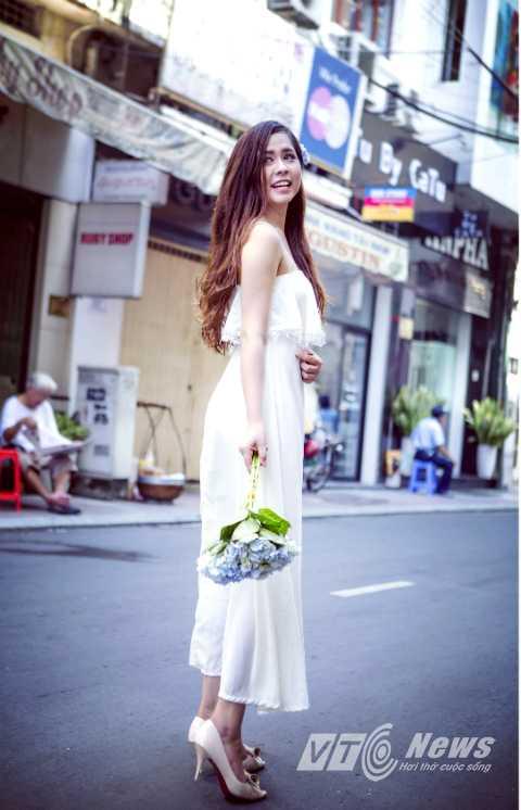 Khánh Linh sở hữu chiều cao lý tưởng 1,7 m.