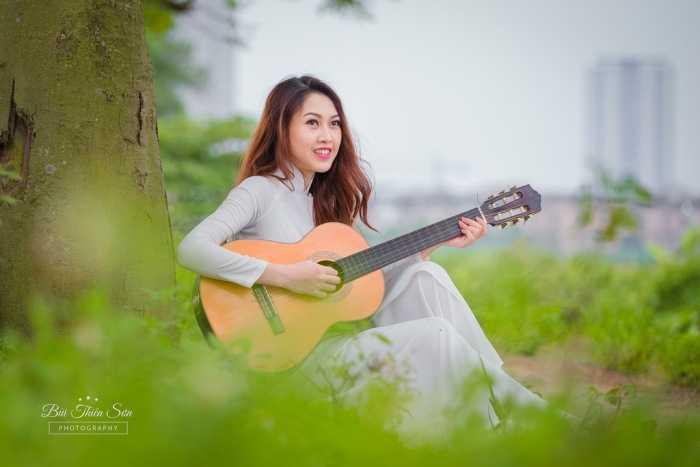Đam mê của nữ sinh xinh đẹp là ca hát và làm mẫu ảnh.