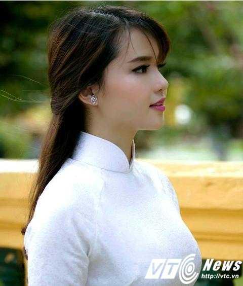 Trâm Trinh (sinh năm 1997) là cháu gái của ca sĩ Jimmii Nguyễn và gương mặt được mọi người nhận định là rất giống Ngọc Trinh. Vì vậy, cô bạn cũng được rất nhiều người chú ý (Ảnh: Hoàng Lê Nhân).