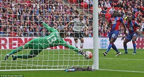Thủ môn Hennessey nhiều lần cứu thua cho Palace