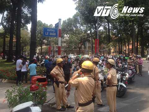 Lực lượng cảnh sát giao thông được huy động đê điều phối giao thông, đảm bảo an toàn cho khách du lịch